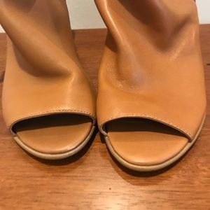 Steve Madden Shoes - Steve Madden Nobel Leather Sandal